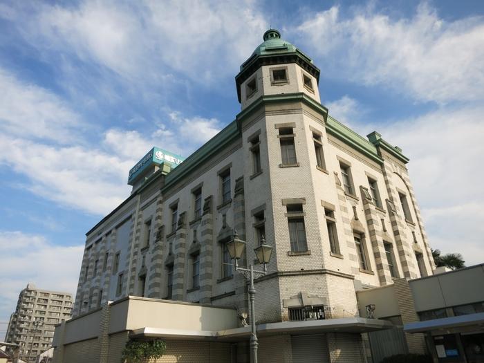 埼玉りそな銀行川越支店  川越には蔵造りの建物と共に、明治・大正時代の洋風建築も多く残っています。その代表例が1918年建造の埼玉りそな銀行川越支店の建物。国の登録有形文化財の指定を受けています。