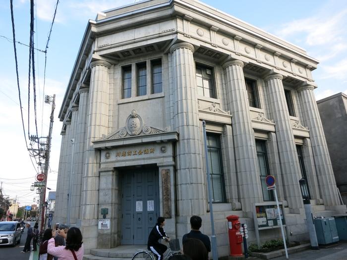 川越商工会議所  まるでパルテノン神殿のようなこの建物は、国指定有形文化財の川越商工会議所。建てられたのは、昭和3年(1928年)。のちに川越商工会議所が譲り受け、現在も現役で使われています。
