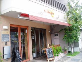 """地下鉄東西線「小野駅」近くにある「カフェトライアングル」は、""""安くて美味しくて居心地の良いお店""""がコンセプト。「社会福祉法人からしだね」が運営する、セミセルフ、バリアフリーのお店です。"""