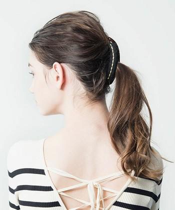 あとは髪を挟んで留め具の部分をパチンっと留めるだけです。 とっても簡単ですね♪