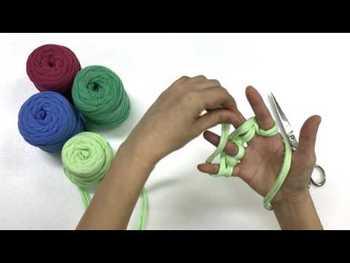 ズパゲッティはアームニッティングや指編みにも向いています。お子様でもチャレンジしやすいので、親子で一緒に作ってもいいですね。