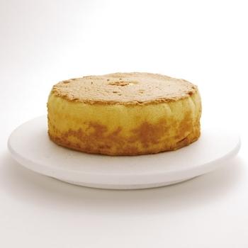 ケーキを載せてくるくる回しながらナッペしたり、デコレーションする際に使います。