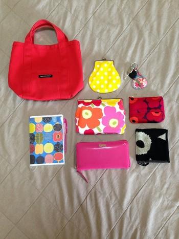 マリメッコをはじめ、カラフルなテキスタイルで揃えたバッグ。一つ一つを使うのが楽しくなりそうですね♪