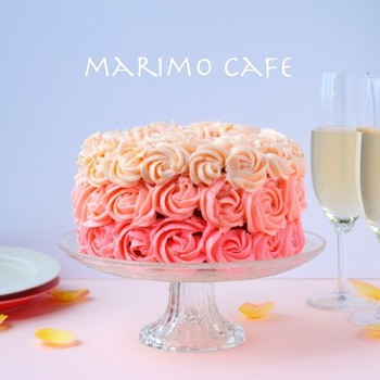 オンブルケーキとは、色合いがグラデーションを描くケーキのこと。 メレンゲ入りのバタークリームに、アイシングカラーで色付けして、さながらバラの花束*