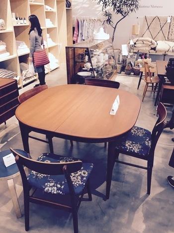 北欧ビンテージハルタのテーブル&チェアセット。見ているだけでインテリアのヒントをもらえそう。