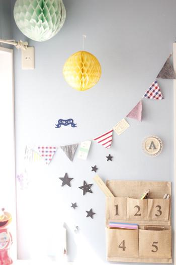 おもちゃ箱のような元気な配色で子ども部屋を楽しく飾り付け♪