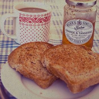 ほろ苦いマーマレードは、イギリスの伝統的なジャムのひとつ。中には、丁寧に手作りするという家庭も。