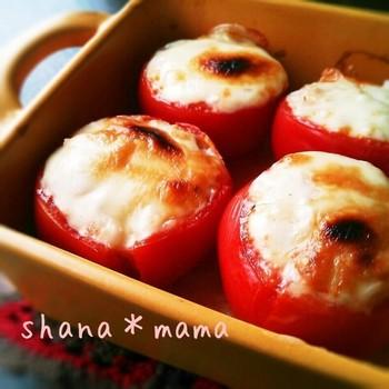 朝の生野菜は身体を冷やすという考えからか、野菜は焼いていただくことが多いのも特徴。焼きトマトの他には、ガーリック風味のキノコ炒めも定番です。