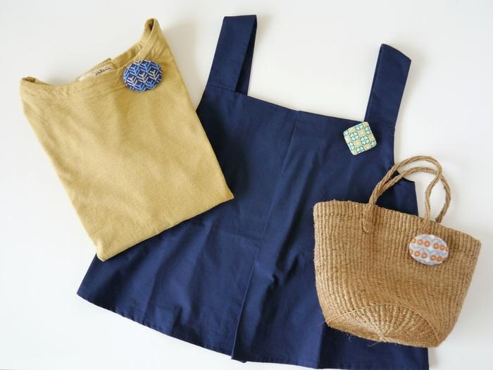 北欧の春夏秋冬をイメージしたという、どこか懐かしい雰囲気の手刺繍ブローチ。コートやワンピースはもちろん、バッグにつけてもかわいいですね。