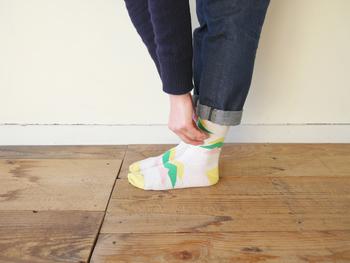 伸縮性があってふんわりとした肌触り、履き口にゴムが入っていないので締め付け感がなく、履いているのを忘れそうになる靴下です。