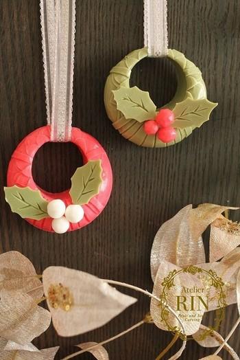 クリスマスのオーナメントも作れちゃいます。リースのように真ん中に穴を開けてリボンを通して。ツリーや玄関に飾りたいですね。