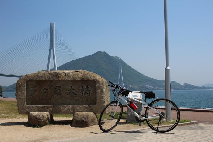 しまなみ海道の島々へは、先述した通り、サイクリングで周ることができます。  広島県の瀬戸内地方には、全部で4つの海道(しまなみ・とびしま・かきしま・さざなみ海道)あり、それぞれ快適に走行できるサイクリングロードが敷設されています。