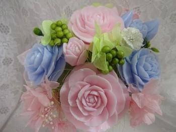 色合いが素敵な花束はお祝いの贈り物にも。