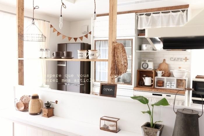 キッチンに使って、好きなカップやキャニスターを並べればカフェ風に。