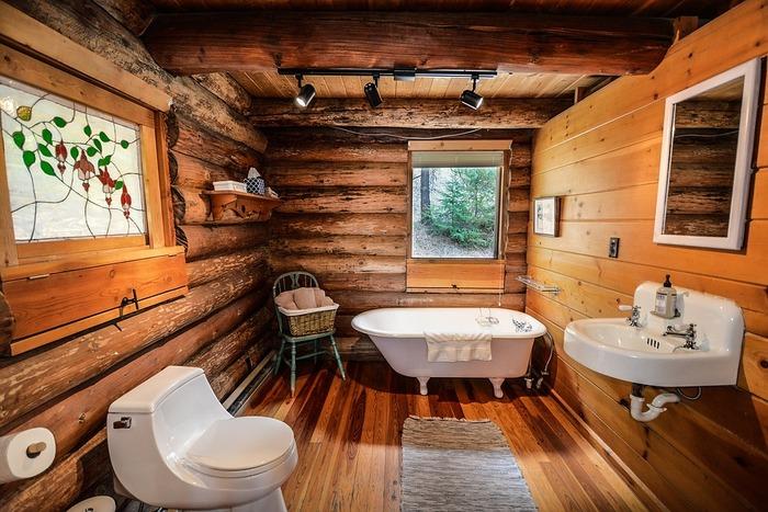 お風呂とトイレ、洗面所が一緒になったユニットバス。正式には3点式ユニットというそうです!とっても便利な反面、不便に感じたりしている方も中にはいるのではないでしょうか?