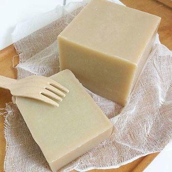 やわらかい水入り石けんは、食事用ナイフでも簡単にカットできます。 使いやすいサイズに分けて保存しやすいですよ♪