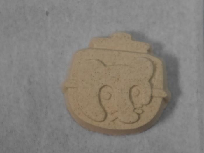 「はったい粉」は、大麦を乾煎りすると、消化しやすくなり、また大麦の甘み、香ばしさが生まれます。この『麦落雁』は古くから食べ親しんできたような懐かしい味わいがする菓子です。