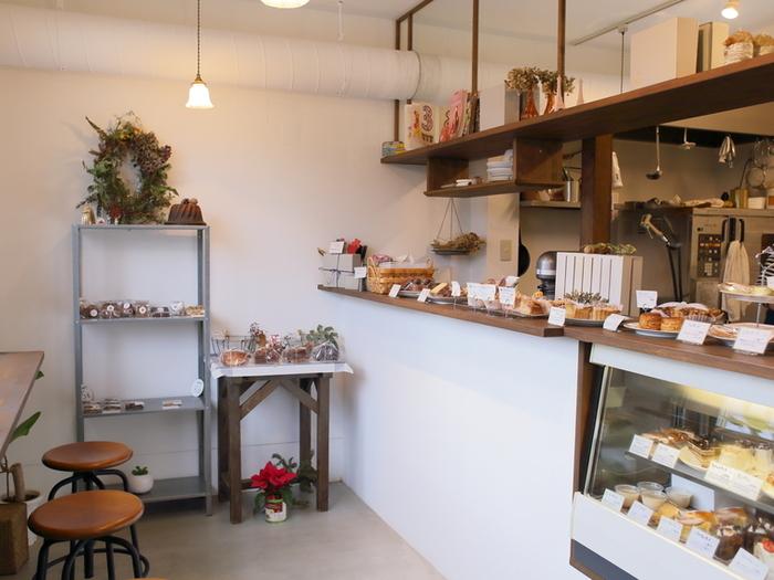 こじんまりとして可愛らしい店内ですが、イートインスペースもあります。