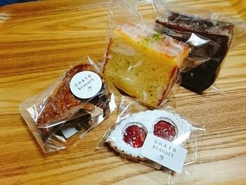 フランス焼き菓子を中心としたラインナップで、ケーキやクッキーなど、さまざまな種類があります。 パッケージも可愛いですね。