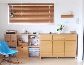 様々な形のパーツを組み合わせることで、好きな幅と高さの棚を作ることができ、オーダーメイドの壁面収納をプチプラで実現することができます。