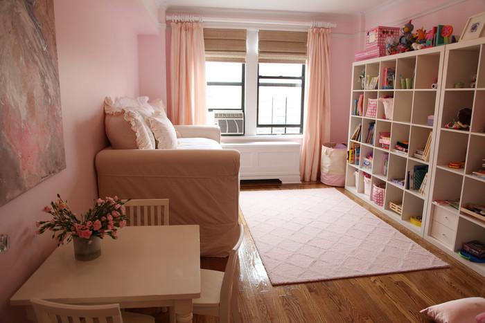 大きな壁面収納の種類が豊富なのも、海外のインテリアメーカーならでは。お部屋にぴったりの収納家具もきっと見つかるはずです。
