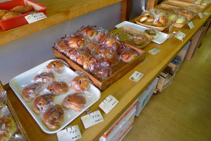 パンは昭和懐かしいスタイルで素朴な味わい。全て自家製で、良心的な価格も嬉しいところ。