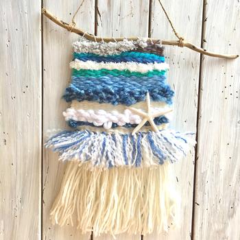 爽やかブルーのカリフォルニアスタイルのウィービングなら、夏のインテリアにも◎ヒトデをアクセントに飾って。