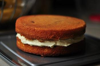 そのままでもおいしいクッキーやケーキですが、間においしいアイテムを挟むだけで一気に豪華に演出できるんです♪なんだかちょっと物足りないおやつやおもてなしもボリューミーにできますよ☆