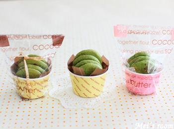 お菓子の定番クッキーも小さなカップに入れれば、パーティー用のフィンガーフードに。