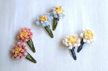 小さなフェルトのお花をパッチンピンに。 たくさんつけても可愛いですね。