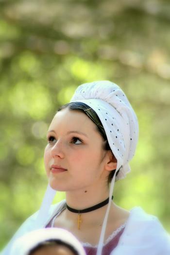 フランスの民族衣装で被られているコアフという被り物はブルターニュ地方独特の衣装です。とてもかわいいですね。