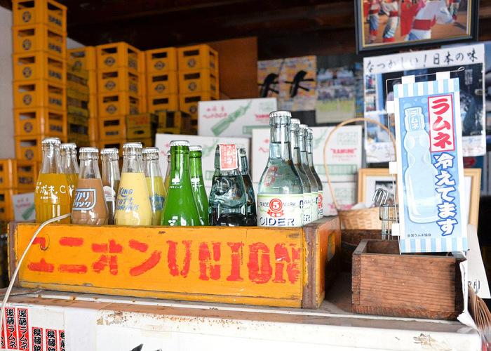 「後藤飲料水工業所」は、ラムネやサイダー、オレンジジュースやミルクセーキ等など、昔懐かしい飲料水を作る製造所。