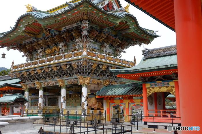 """「耕三寺」は、全国の由緒ある仏閣や寺院を再現した寺院。元実業家の耕三寺耕三が、母親の菩提寺としてい建立したものです。 【画像は、""""西日光""""と呼ばれる耕三寺の正門。】"""