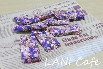 なんて美しい! 紫芋とパインの入ったグラノーラはパーティーでも人気者になりそう♪
