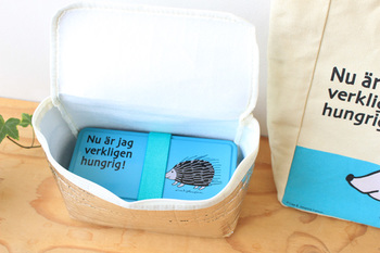 手軽に使えるお弁当箱として人気の「ポリプロピレン(プラスチック)」製。色やデザインが豊富なので、いくつか持っているという方もいらっしゃるのではないでしょうか?  有名デザイナーとのコラボ商品やキャラクターものなども多いので、選ぶのが楽しくなりますね。