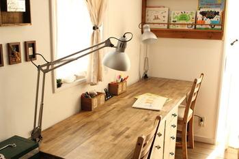 お子さんが小学生になったら、勉強部屋が必要になってきます。勉強に集中するため、机周りはできるだけシンプルに。