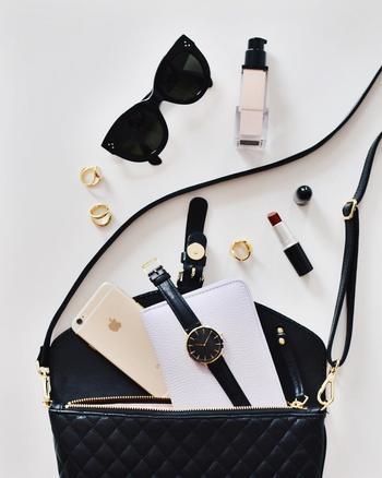 ご紹介した必携アイテムを参考に、みなさんもバッグの中身に気を遣って、素敵な女性に近づくためのステップにしてみてはいかがでしょうか。