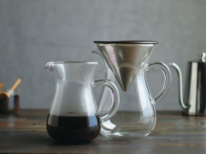 KINTO(キントー)はコーヒーを通してスローで贅沢な時間を楽しむ為のコーヒーウェアブランドです。インテリア感覚で住まいの中に溶け込み、使う人のスタイルにぴったり合うコーヒーグッズが揃っていますよ!