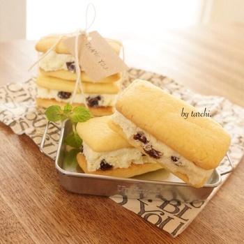 バターサンドクッキーは見た目も豪華でみんなの憧れのスイーツの一つですね。こちら、手作りすることもできますよ♪時間のある時に作って冷蔵保存しておいて、明日のおやつにするのも良いですね。