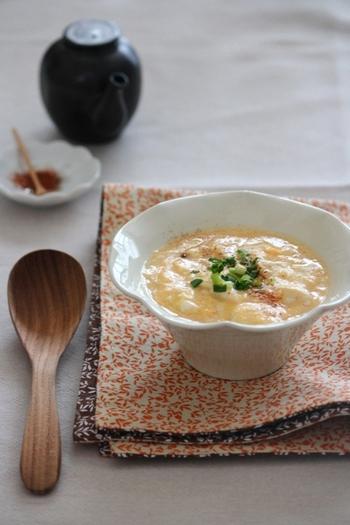 お豆腐をとろりとしたかき玉に仕上げたお腹にも優しいひと品です。そのまま食べたり、ごはんやうどんにかけていただくのもおすすめです。受験生のお夜食にもいいですね。