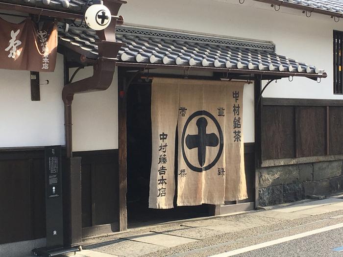安政元年(1854年)創業の中村藤吉本店。赴きある建物は「重要文化的景観」として選定されています。