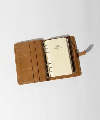 スマートフォンを手帳代わりに使うのもいいけれど、手書きの方がスケジュール管理をしやすいという方も多いのでは?大きなバッグの日こそ手帳の出番。ぜひチケットや地図などちょっとしたものを挟んでもいいですね。