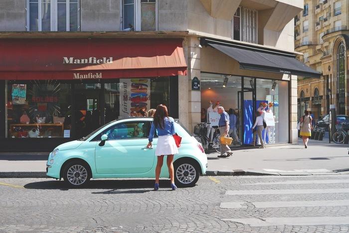 街の中のドライブは、道行く人々を眺めながら運転したり、お気に入りのお店で新しいお洋服を買いに行くのも楽しいものですよね。そんな時にオススメなのは、ウキウキした気分をさらに高めてくれそうなオシャレな音楽♪