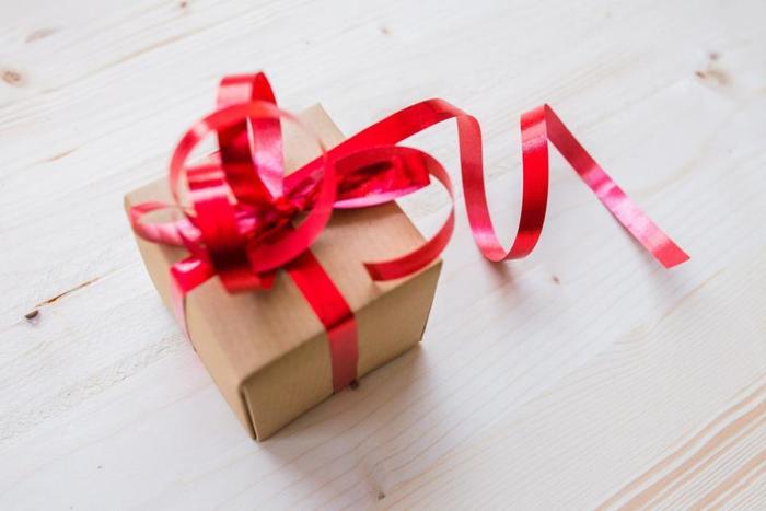 大切な人へのプレゼントには、飾りにほんの一滴香水を落とすだけで特別な想いを伝えられそうですね。