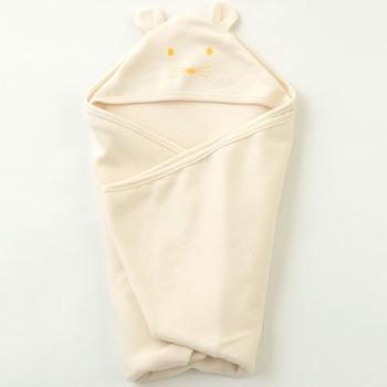 おなじみ大人気のfog linen workにも、おくるみがあるんです。くまのフードになっている部分がとてもかわいいですね。
