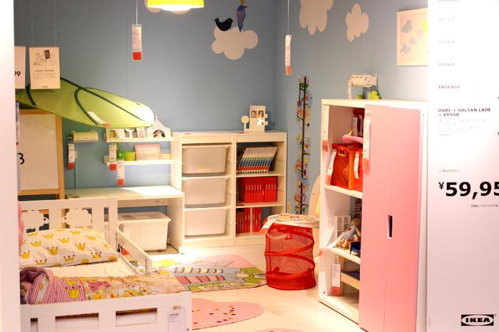 イケアで楽しいのは、インテリアの実例。たくさんのお部屋のコーディネイトは参考になります。中でも海外の子ども部屋のインテリアはカラフルで遊び心たっぷり!みているだけでわくわくが止まりません。