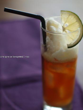 ■ほろ酔いフラペチーノ風ティーカクテル  ほろ酔いレモンミルクティーフラペチーノ。アイスミルクティーのようでほんのりレモンの香りのお酒です。