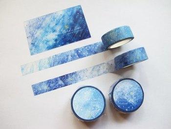 天の川みたいなマスキングテープ。広く敷き詰めればノートの上に青く好き通った星空が生まれます。