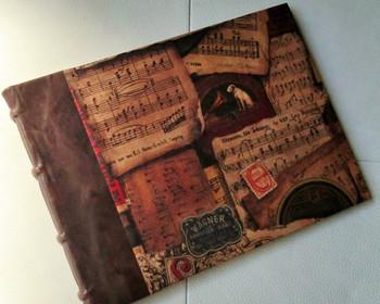 ハーフレザー仕立てのアンティーク感たっぷりなミュージックノート。音楽好きな方へのプレゼントに喜ばれそう。