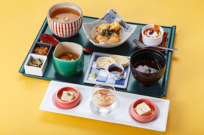 ゆばづくしの御膳「京ゆば膳」が人気ですが、イチオシは、出来立ての湯葉がのった「ゆばご飯」。
